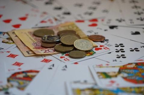 Zarabianie na kasynach internetowych – czy to możliwe?